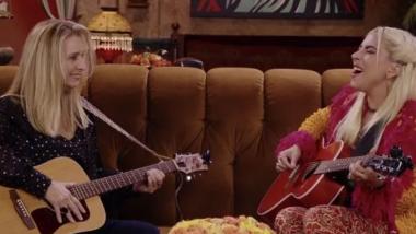 Lady Gaga και Lisa Kudrow τραγούδησαν το «Smelly Cat»