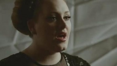 H Adele για έβδομη εβδομάδα στην κορυφή του UK album chart
