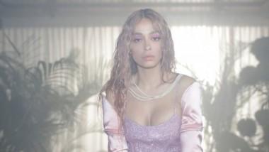 Η Ελένη Φουρέιρα κυκλοφορεί το single «YAYO» μαζί με ένα καταπληκτικό video clip