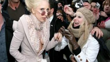 H Gaga... στην πασαρέλα!!