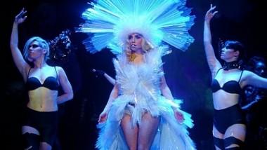 Lady Gaga - Κέρδισε 100 Eκατ.$ το 2010!
