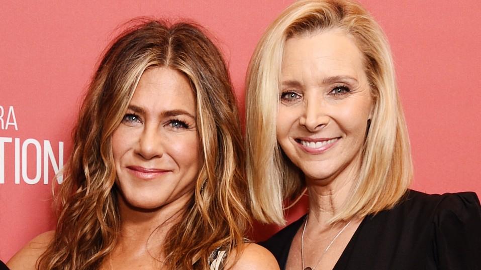 Jennifer Anistonκαι Lisa Kudrow αποκαλύπτουν λεπτομέρειες για το αφιέρωμα στα «Φιλαράκια»