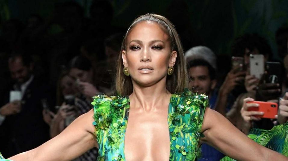 Η Jennifer Lopez επιστρέφει με νέα τραγούδια