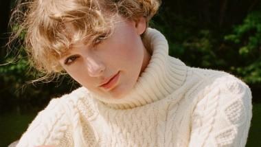 Taylor Swift: το «Evermore» επανέρχεται στο Νο. 1 του Billboard