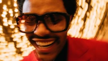 Ο The Weeknd κυκλοφόρησε το συναρπαστικό music video του «Blinding Lights»